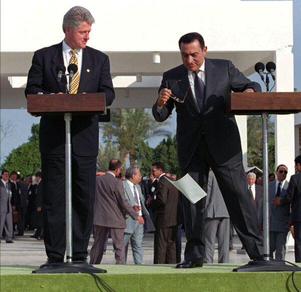 Prezydenci USA i Egiptu podczas przemówienia, 1996 rok  - Sputnik Polska