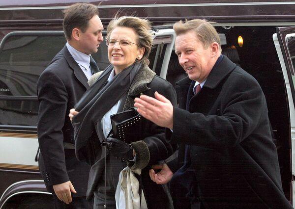 Minister obrony Rosji Siergiej Iwanow z francuską odpowiedniczką Michele Alliot-Marie podczas spotkania w Petersburgu w 2005 rok  - Sputnik Polska