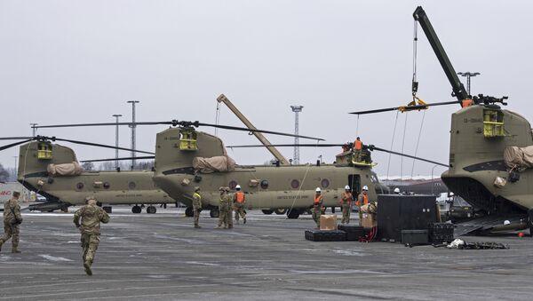 Sprzęt wojskowy USA podczas transportu do Bremerhaven, Niemcy - Sputnik Polska