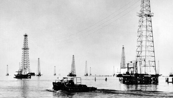Platformy wydobywcze na jeziorze Maracaibro w Wenezueli, 1948 rok - Sputnik Polska