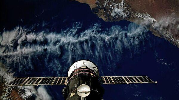Statek transportowy Progress MS-13 zadokowany do Międzynarodowej Stacji Kosmicznej lecie nad Jemenem - Sputnik Polska