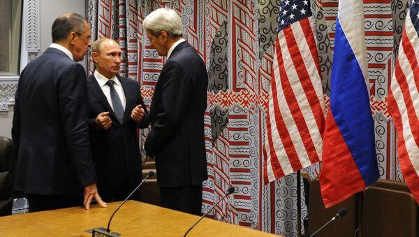 Prezydent Rosji Władimir Putin, minister spraw zagranicznych FR Siergiej Ławrow i sekretarz stanu USA John Kerry rozmawiają w ramach 70. sesji Zgromadzenia Ogólnego ONZ w Nowym Jorku - Sputnik Polska