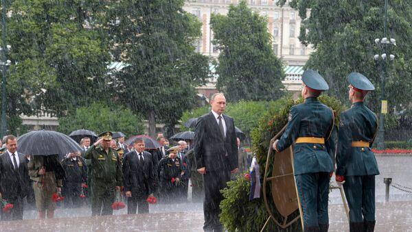 Putin składa wieniec na Grobie Nieznanego Żołnierza - Sputnik Polska