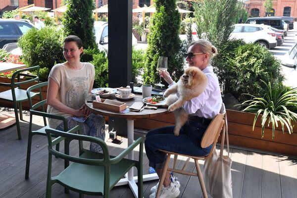 Kobiety w restauracji w Moskwie - Sputnik Polska