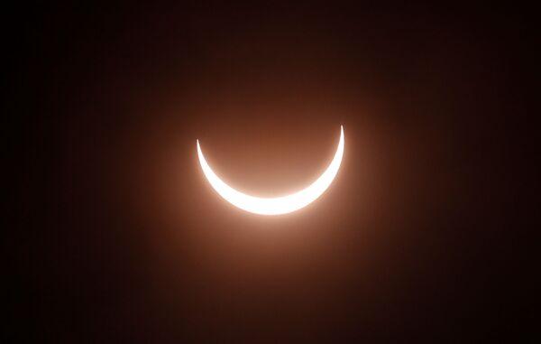 Сzęściowe zaćmienie Słońca w Indiach  - Sputnik Polska