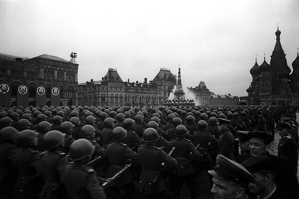 Defilada Zwycięstwa na Placu Czerwonym 24 czerwca 1945 roku - Sputnik Polska