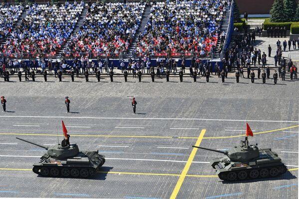 Czołgi T-34. Defilada Zwycięstwa 2020 w Moskwie - Sputnik Polska