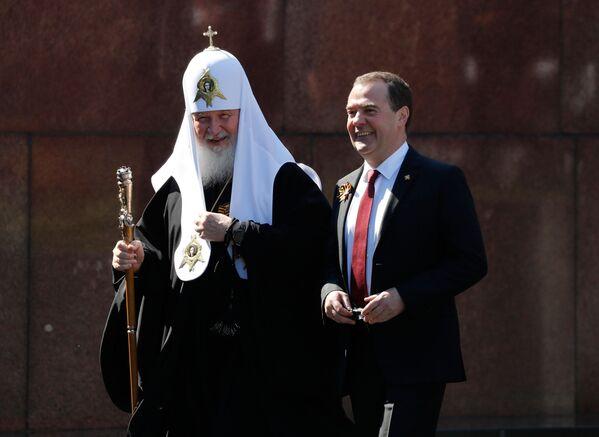 Dmitrij Miedwiediew i patriarcha moskiewski i całej Rusi Cyryl - Sputnik Polska