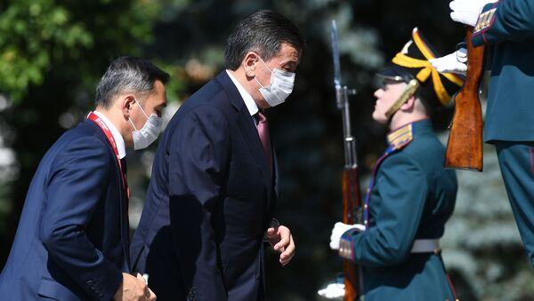 Prezydent Kirgistanu Sooronbaj Dżeenbekow przed rozpoczęciem Defilady Zwycięstwa w Moskwie - Sputnik Polska