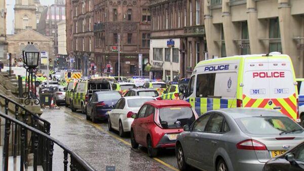 W piątkowym incydencie w Glasgow policjant został dźgnięty nożem. - Sputnik Polska