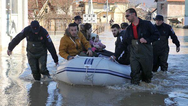Ratownicy likwidują skutki powodzi w Serbii - Sputnik Polska