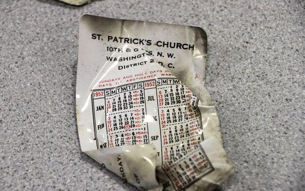 Rzeczy ofiar, które zginęły w katastrofie lotniczej na Alasce w 1952 roku - Sputnik Polska