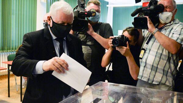 Jarosław Kaczyński głosuje w wyborach prezydenckich w Warszawie - Sputnik Polska