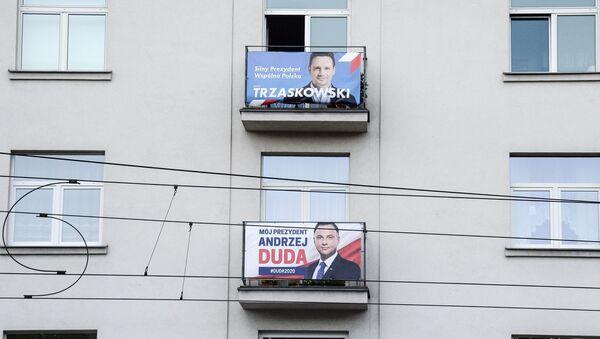 Plakaty wyborcze Rafała Trzaskowskiego i Andrzeja Dudy - Sputnik Polska
