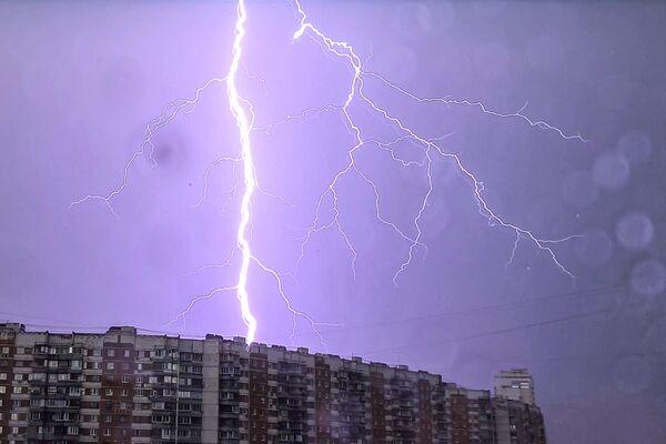 Burza z piorunami w Moskwie  - Sputnik Polska