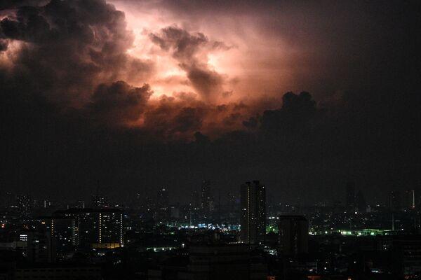 Burza z piorunami w Manili, Filipiny - Sputnik Polska