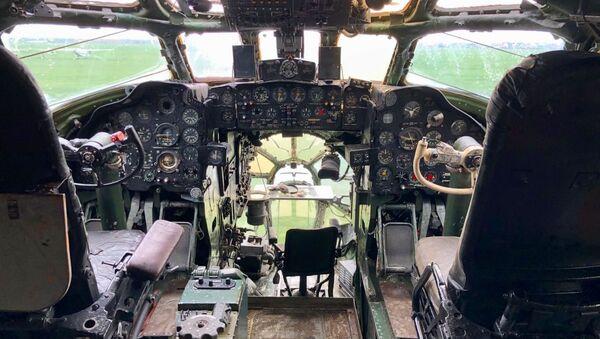 Aktualny stan kokpitu Tu-104 w Bierdsku - Sputnik Polska