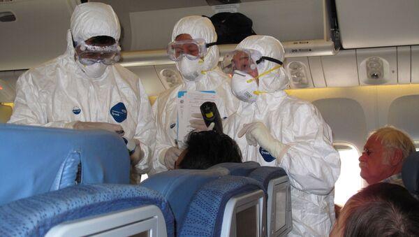 Kontrola zdrowotna pasażerów samolotu, Chiny - Sputnik Polska