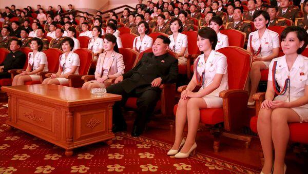 Przywódca Korei Północnej Kim Dzong Un podczas koncertu w Dniu 70. rocznicy utworzenia Partii Pracy Korei - Sputnik Polska