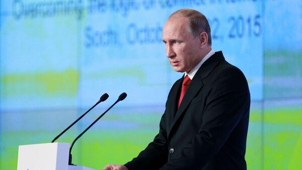 Prezydent Rosji Władimir Putin przemawia na końcowym posiedzeniu klubu Wałdaj - Sputnik Polska