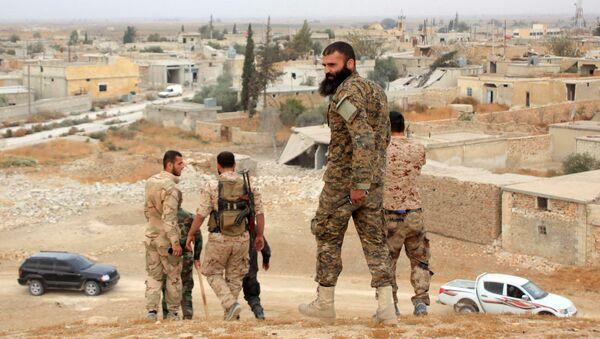 Syryjscy żołnierze w jednej z miejscowości pod Aleppo - Sputnik Polska