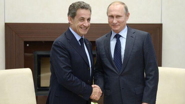 Prezydent Rosji Władimir Putin i były prezydent Francji Nicolas Sarkozy podczas spotkania - Sputnik Polska