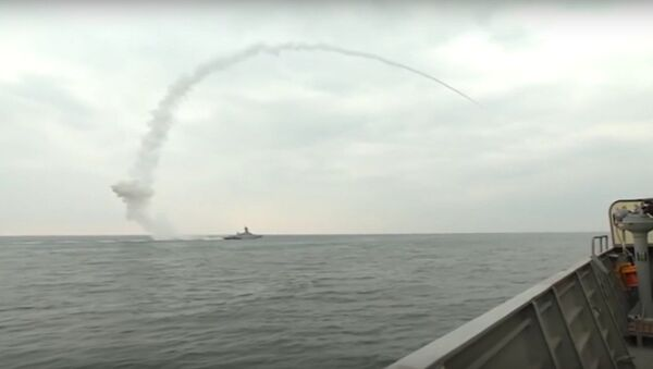 Z okrętu Flotylli Kaspijskiej Wielikij Ustiug wystrzelono pocisk manewrujący Kalibr - Sputnik Polska