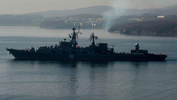 Krążownik rakietowy Wariag w cieśninie Bosfor Wschodni - Sputnik Polska