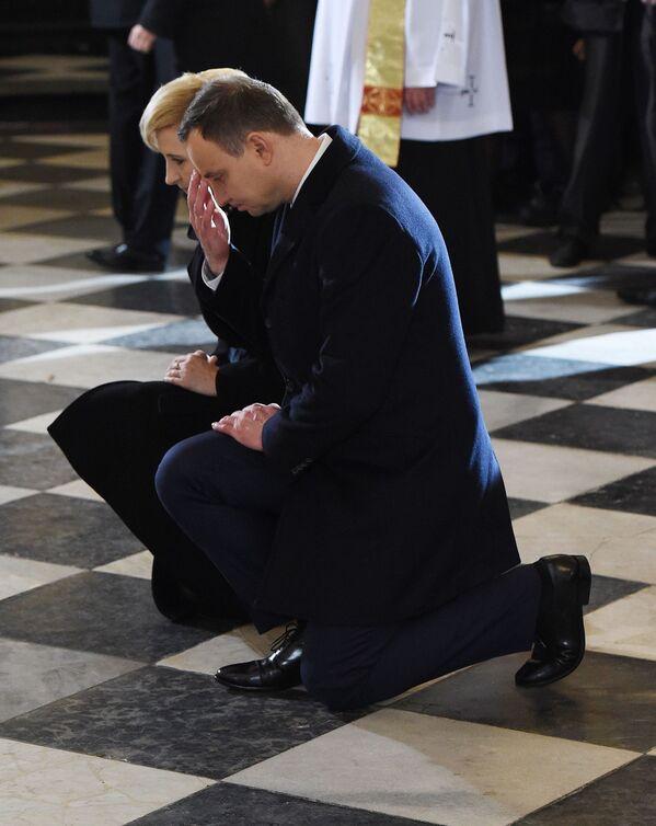 Prezydent RP Andrzej Duda wraz z małżonką podczas mszy świętej z okazji Dnia Niepodległości RP, 11 listopada 2015 r. - Sputnik Polska