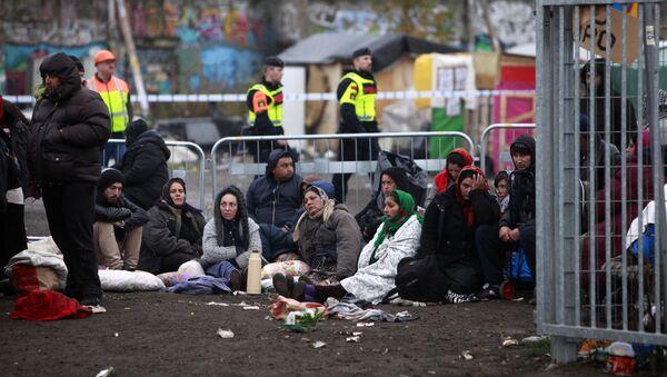 Szwedzka policja ochrania obóz uchodźców w Malmo, Szwecja - Sputnik Polska