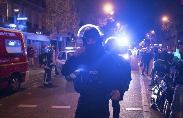 Policjanci przy teatrze Bataclan w Paryżu - Sputnik Polska