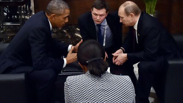 Prezydent USA Barack Obama rozmawia w kuluarach szczytu G20 z prezydentem Rosji Władimirem Putinem - Sputnik Polska
