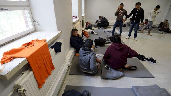 Imigranci w ośrodku dla uchodźców w fińskim mieście Lahti - Sputnik Polska