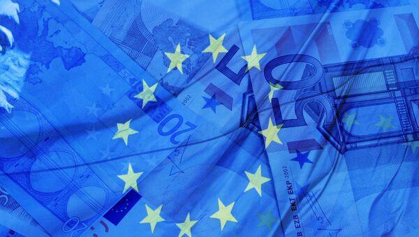 Flaga i pieniądze UE - Sputnik Polska