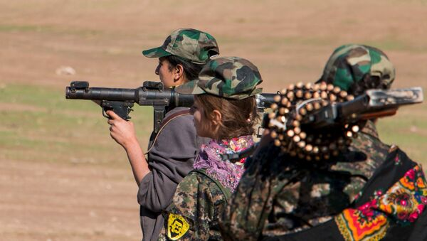 Kurdyjskie kobiety-żołnierze - Sputnik Polska