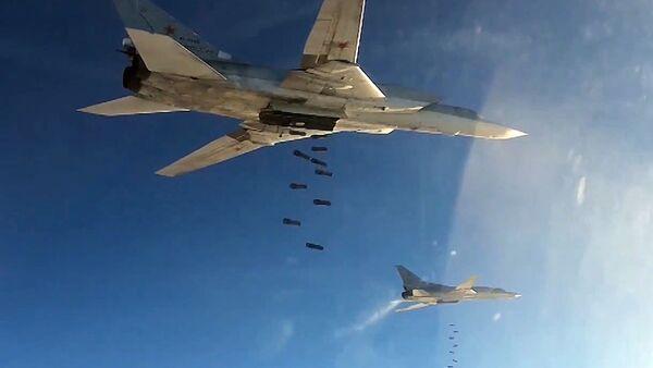 Bombowce rakietowe Tu-22 rosyjskich sił powietrznych podczas nalotów na cele PI w Syrii - Sputnik Polska