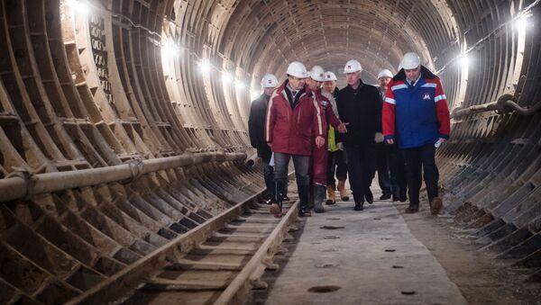 Mer Moskwy Siergiej Sobianin na budowie stacji metra Fonwizinskaja - Sputnik Polska