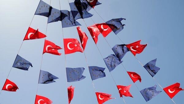 Flagi Turcji i UE - Sputnik Polska
