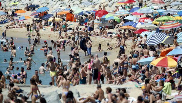 Plaża w pobliżu Barcelony w Hiszpanii - Sputnik Polska