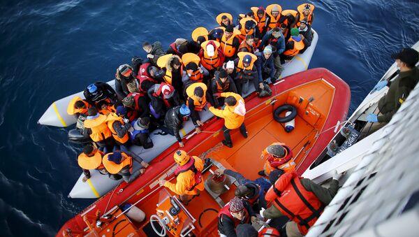 Uchodźcy na tureckim wybrzeżu - Sputnik Polska