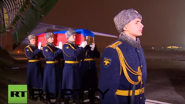 Ciało dowódcy załogi Su-24, zestrzelonego przez turecki samolot nad Syrią, zostało przewiezione do Rosji. - Sputnik Polska