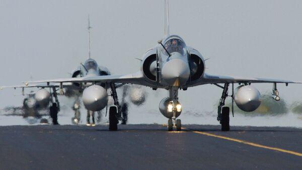 Samolot Rafal sił powietrznych Francji - Sputnik Polska