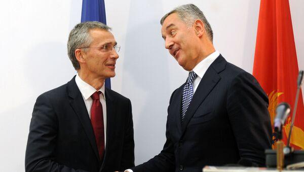 Premier Czarnogóry Milo Djukanovic i sekretarz generalny NATO Jens Stoltenberg w Podgoricy - Sputnik Polska
