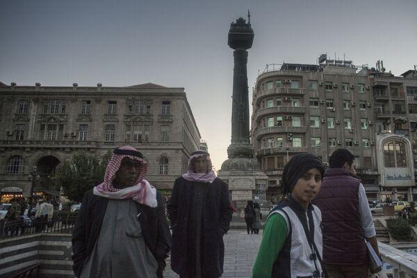 Ludzie na placu w Damaszku - Sputnik Polska
