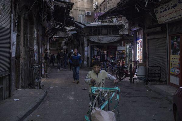 Ludzie na jednej z ulic Damaszku - Sputnik Polska
