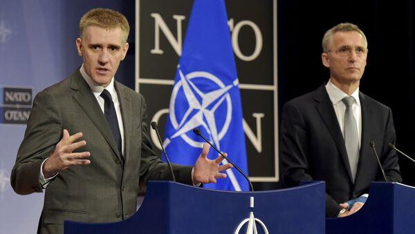 Minister spraw zagranicznych Czarnogóry Igor Luksić i Sekretarz Generalny NATO Jens Stoltenberg na spotkaniu w sztabie generalnym NATO w Brukseli - Sputnik Polska