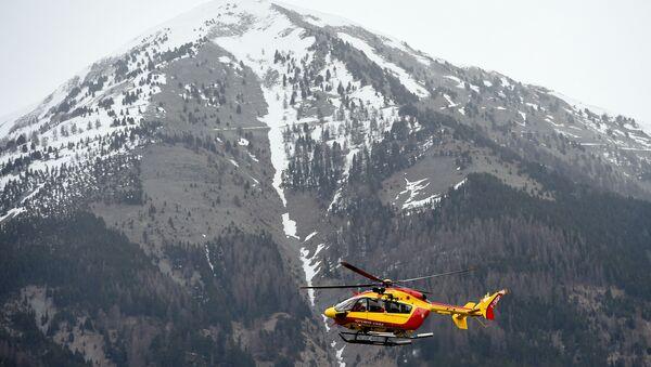 Helikopter służb cywilnych Francji w pobliżu miejsca katastrofy lotniczej samolotu Germanwings, 24 marca 2015 - Sputnik Polska
