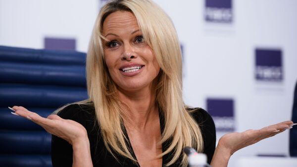 Aktorka i modelka Pamela Anderson na konferencji prasowej w Moskwie - Sputnik Polska
