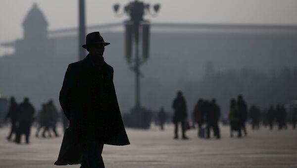Mieszkańcy Pekinu podczas smogu - Sputnik Polska