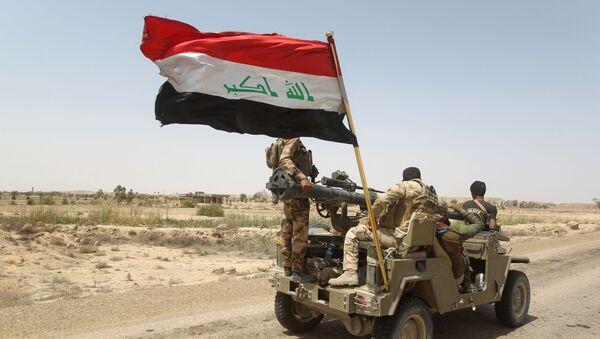 Iracki ludowy ruch oporu patroluje rejon na zachód od Bagdadu - Sputnik Polska